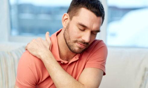 Gelenkschmerzen in der Schulter – Arthrose durch Prothese lindern