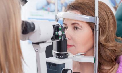 Augen lasern bei Grauem Star und Hornhautverkrümmung