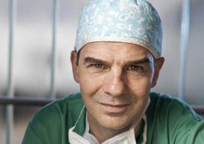 Prof. René Prêtre im Chirurgenschurz