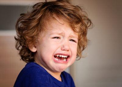 Kleinkind weint
