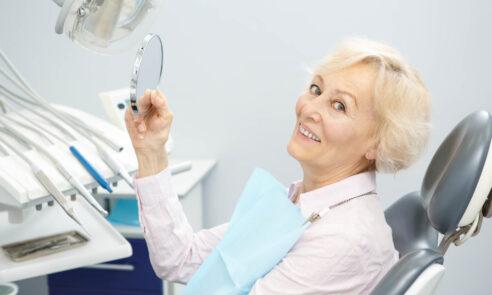Fester Zahnersatz für mehr Lebensqualität im Alter