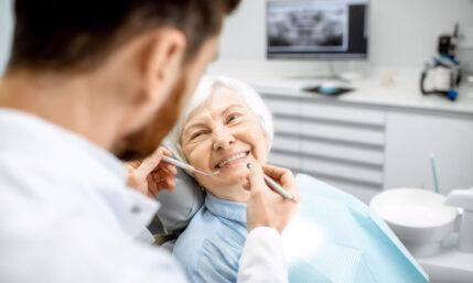 Zahnimplantate im Alter