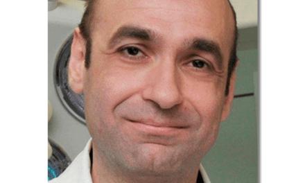 "An der Corona-Front: Prof. Dr. Aristomenis Exadaktylos auf dem ""Sofa Jaune"""